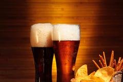 Темное и светлое пиво стоковые фотографии rf