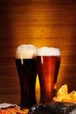 Темное и светлое пиво стоковая фотография