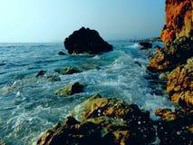 Темное море, тайна, мистический заход солнца стоковое изображение