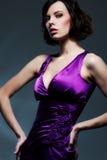 темное glamor над женщиной студии съемки стоковая фотография rf