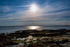 Темносиний заход солнца океана Стоковые Изображения