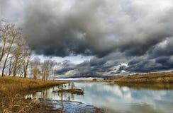 Темнота заволакивает Fall River Стоковые Изображения