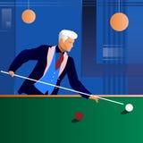 темнота клуба - зеленый человек играя подкраску snooker Стоковое фото RF