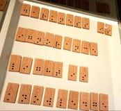 Темнота незнание, свет знание - написанное в алфавите Шрифта Брайля стоковое изображение