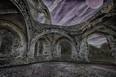 Темнота понижается над загубленным аббатством стоковое изображение rf