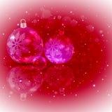 Темнота рождества - красная предпосылка с комплектом шариков рождества сияющих с снежинками иллюстрация вектора