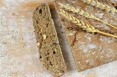 темнота хлеба отрезала Стоковая Фотография