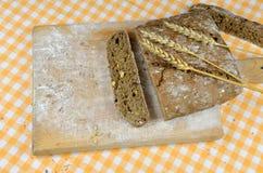 темнота хлеба отрезала Стоковые Изображения RF