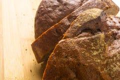 темнота хлеба отрезала Стоковое Изображение RF