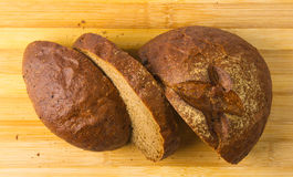 темнота хлеба отрезала Стоковая Фотография RF