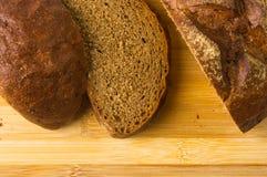 темнота хлеба отрезала Стоковые Фото