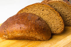 темнота хлеба отрезала Стоковое Фото