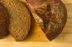 темнота хлеба отрезала Стоковое фото RF