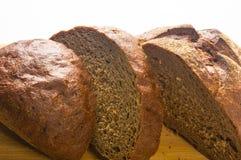 темнота хлеба отрезала Стоковое Изображение