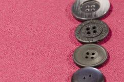 темные кнопки на красной ткани с космосом для надписи Стоковые Фотографии RF