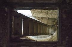 Темные лестницы погреба Стоковая Фотография