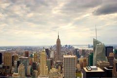 Темные облака над Манхаттан, NY Стоковое Изображение