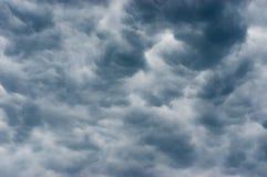 Темные облака prestorm Стоковая Фотография