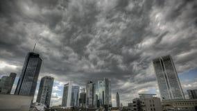 Темные облака над горизонтом Франкфурта сток-видео