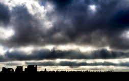 Темные облака над Стоунхенджем стоковая фотография rf
