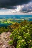 Темные облака над Shenandoah Valley, в национальном парке Shenandoah, Вирджиния. Стоковые Фотографии RF