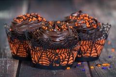 Темные пирожные хеллоуина шоколада Стоковые Фотографии RF