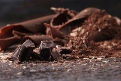 Темные shavings шоколада и взбрызнутый бурый порох Стоковое Изображение RF