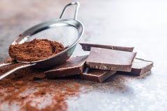 Темный бурый порох в сетке и шоколаде Стоковая Фотография RF