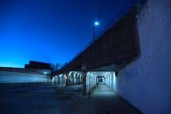 Темный виадук города Чикаго на ноче Стоковая Фотография