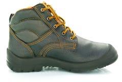 Темный коричневый цвет, кожа, армия, туристский ботинок на белой предпосылке Стоковые Изображения RF