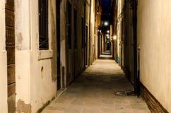 Темный переулок в Венеции Стоковая Фотография