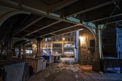 Темный переулок города на ноче Стоковая Фотография