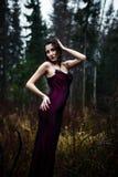 Темный портрет женщины под дождем Стоковые Изображения