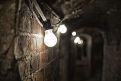 Темный пугающий тоннель с линиями электропередач, Стоковые Фото