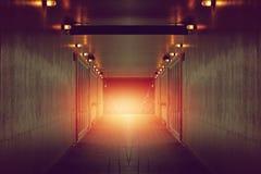 Темный путь входа с меньшим светом к тоннелю Стоковые Фото