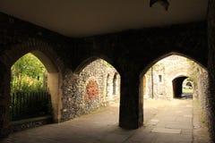 Темный собор Великобритания Кентербери входа стоковая фотография rf