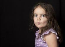 Темный с волосами малыш в студии Стоковые Изображения RF