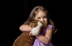Темный с волосами малыш в студии Стоковое фото RF