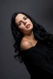 Темный унылый портрет красоты брюнет стоковые фотографии rf
