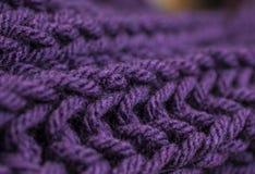 Темный шарф volet и; крупный план картины Стоковое Изображение RF