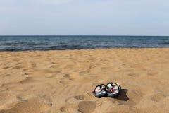 Темповые сальто сальто на песке пляжа Стоковое Изображение RF