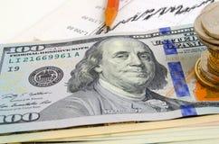 темпы роста девизов в долларах принципиальной схемы 3d понижаясь стоковая фотография rf