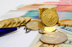 темпы роста девизов в долларах принципиальной схемы 3d понижаясь стоковая фотография