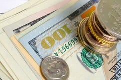 темпы роста девизов в долларах принципиальной схемы 3d понижаясь стоковые фотографии rf