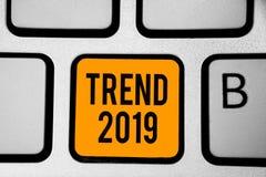 Тенденция 2019 показа знака текста Схематические вещи фото которое известно на короткий период времени в ключе апельсина клавиату бесплатная иллюстрация