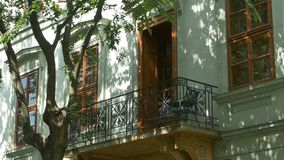 Тени и красивый балкон видеоматериал