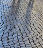 Тени на выстилке булыжника Стоковое Фото