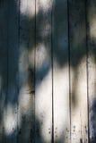 Тени на предпосылка деревенском †siding амбара «вертикальная Стоковое Изображение RF