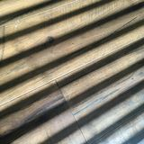 Тени через шторки на деревянном поле Стоковые Изображения RF