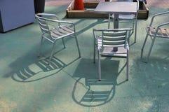 Тени ` s стула конспекта 2 нержавеющие стоковое фото rf